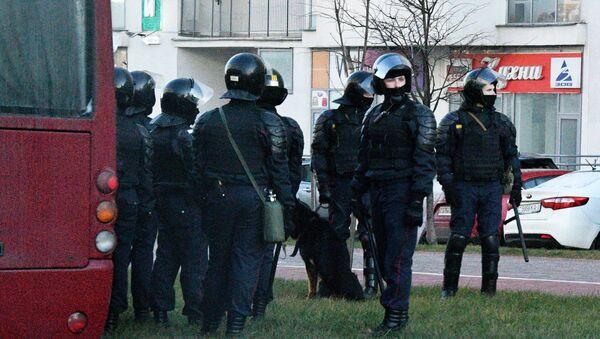 Pripadnici beloruske policije tokom protesta u Minsku - Sputnik Srbija
