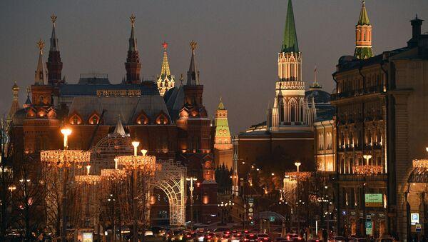 Новогодние украшения на Тверской улице в Москве - Sputnik Србија