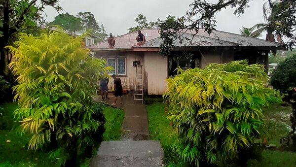 Stanovnici Fidžija popravljaju kuće u iščekivanju naleta ciklona - Sputnik Srbija