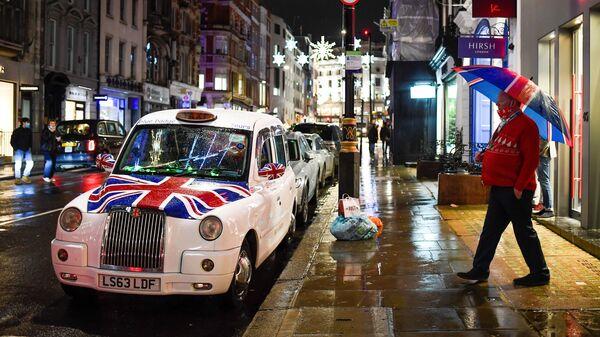Лондон уочи ступања на снагу нових мера против короне - Sputnik Србија