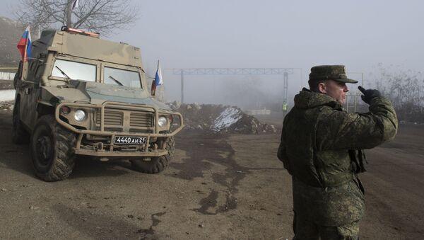 Припадници руских мировних снага на улазу у град Шуша у Нагорно-Карабаху - Sputnik Србија