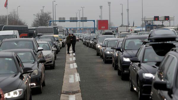 Гужва на граничном прелазу Батровци - Sputnik Србија