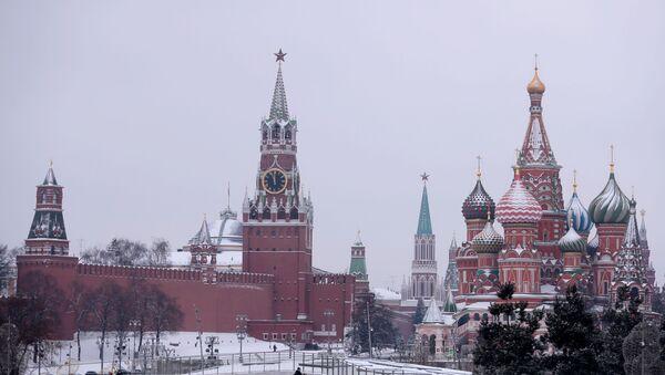 Pogled na moskovski Kremlj i Spasku kulu - Sputnik Srbija