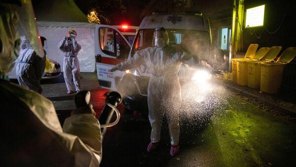 Dezinfekcija bolničkog osoblja - Sputnik Srbija