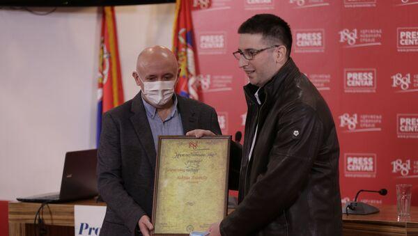 Небојша Поповић прима награду УНС-а - Sputnik Србија