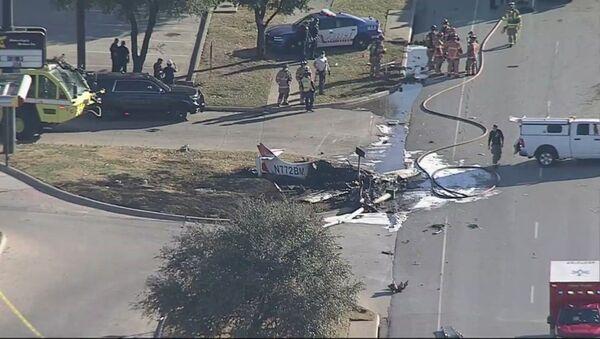 Mali avion se srušio na put u Teksasu - Sputnik Srbija