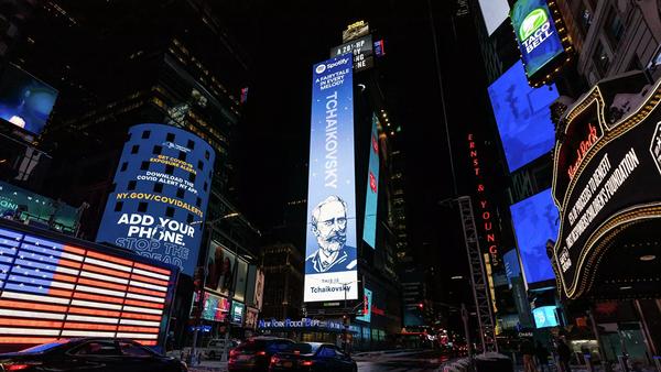 Bilbord s likom Petra Čajkovskog na Tajms skveru u Njujorku - Sputnik Srbija