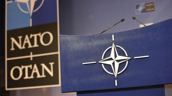 Govornica u konferencijskoj sali u sedištu NATO-a - Sputnik Srbija