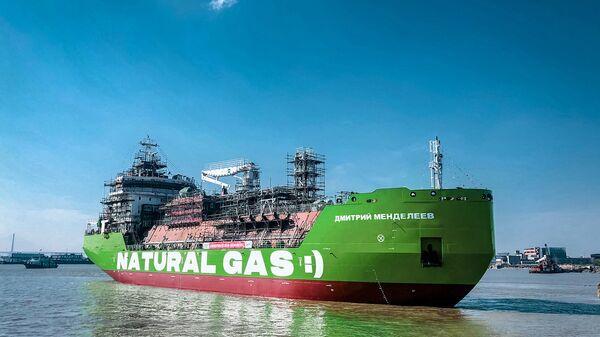 Први руски брод за допуну горива Дмитриј Мендељејев компаније Гаспром њефт - Sputnik Србија