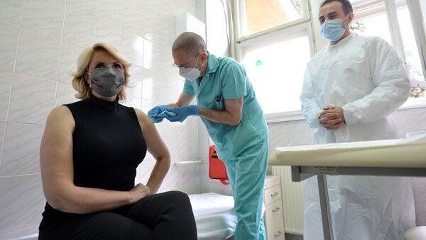 Darija Kisić Tepavčević prima Fajzerovu vakcinu protiv virusa korona - Sputnik Srbija