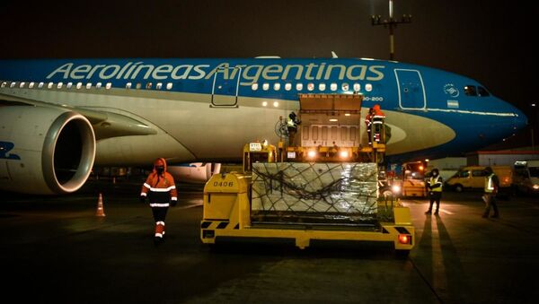 Avion u kojem je dopremljena vakcina Sputnjik Ve u Argentinu - Sputnik Srbija
