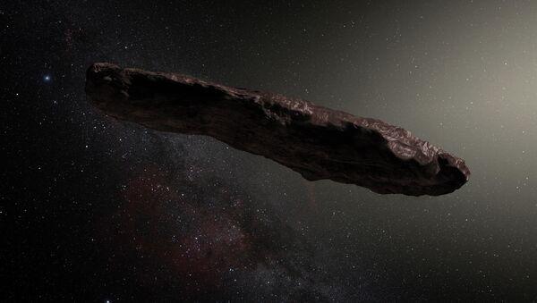 Oumuamua, telo koje leti kroz svemir, a neki naučnici tvrde da je u pitanju vanzemaljska sonda - Sputnik Srbija