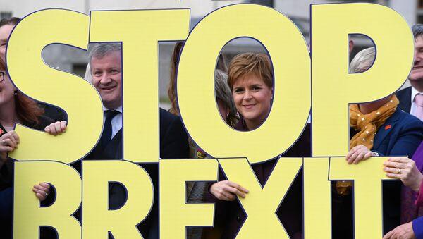 Lideri Škotske nacionalne partije (SNP) na demonstracijama protiv Bregzita novembra 2019. - Sputnik Srbija