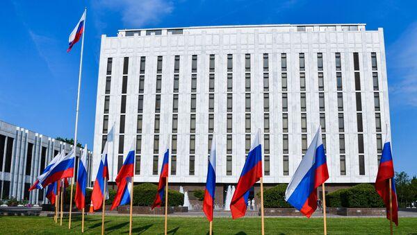 """Руска амбасада у Вашингтону: За """"визни рат"""" крива искључиво америчка страна - Sputnik Србија"""