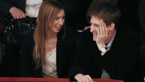 Edvard Snouden i njegova supruga Lindzi Mils u jednom od moskovskih pozorišta - Sputnik Srbija