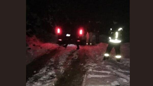 Успешном акцијом ватрогасаца-спасилаца евакуисано шест особа из снежних намета - Sputnik Србија