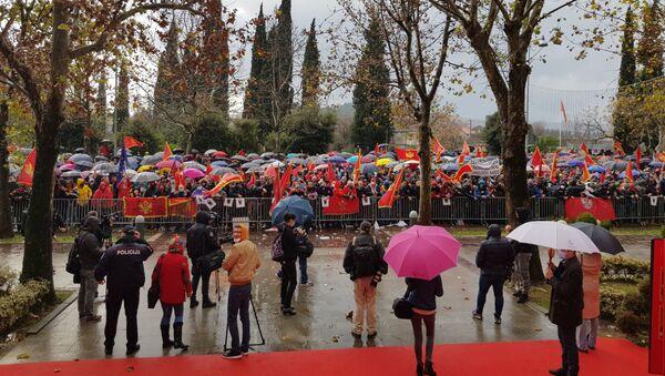 Protest tzv. patriota ispred Skupštine Crne Gore zbog izmena Zakona o slobodi veroispovesti - Sputnik Srbija