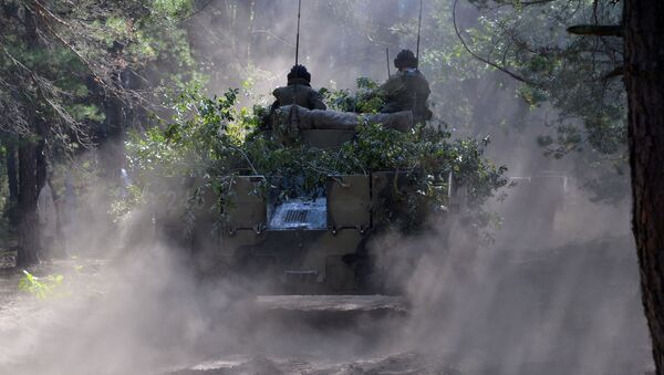 Borbeno-oklopno vozilo BMD-4 Oružanih snaga Rusije tokom vežbi Slovensko bratstvo - 2020  - Sputnik Srbija