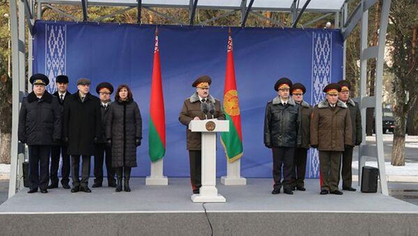 Predsednik Belorusije Aleksandar Lukašenko u poseti specijalnoj jedinici policije u Monsku - Sputnik Srbija