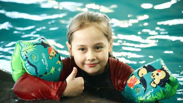 Plivanje sa delfinima, poklon Lavrova devojčici - Sputnik Srbija