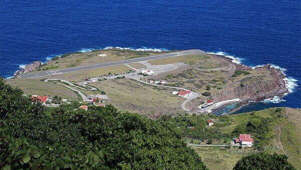 Најмањи аеродром на свету на острву Саба - Sputnik Србија
