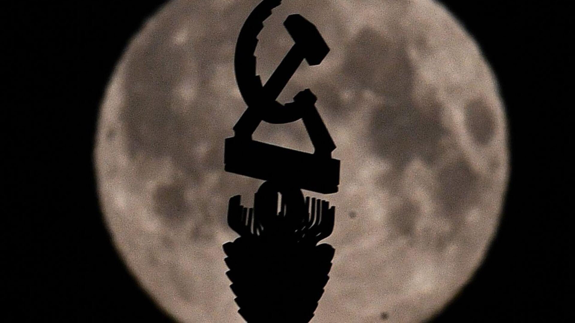 Srp i čekić na spomeniku u Moskvi - Sputnik Srbija, 1920, 23.09.2021