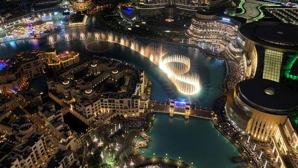 Музичка фонтана у новогодишњој ноћи испред Бурџ Калифе у Дубаију - Sputnik Србија