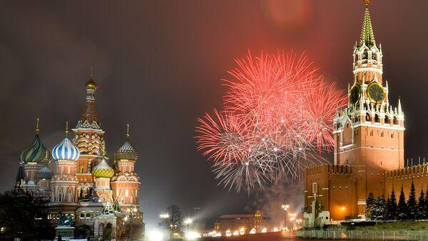 Новогодишњи ватромет изнад Црвеног трга у Москви - Sputnik Србија