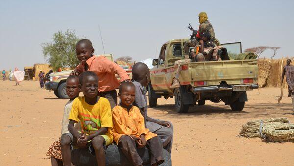 Деца у избегличком кампу Асага у близини Дифе на југоистоку Нигера 17. маја 2016. године. - Sputnik Србија