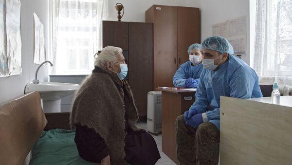Мобилни тим руских лекара прима пацијенте у селу Дашбулаг у Нагорно-Карабаху - Sputnik Србија