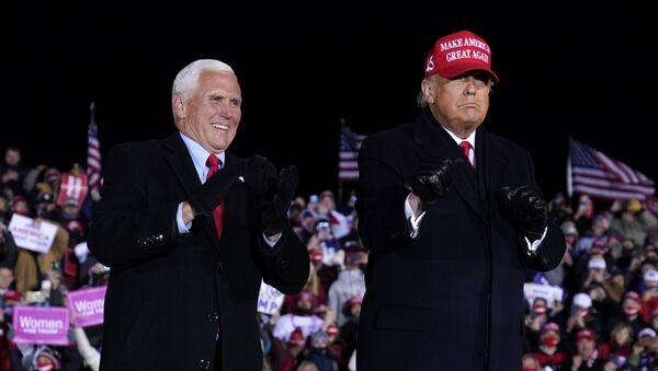 Председник Доналд Трамп и потпредседник Мајк Пенс  - Sputnik Србија