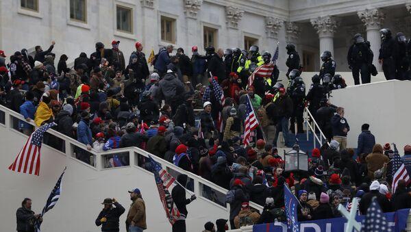 Протест у Вашингтону и упад у Конгрес - Sputnik Србија