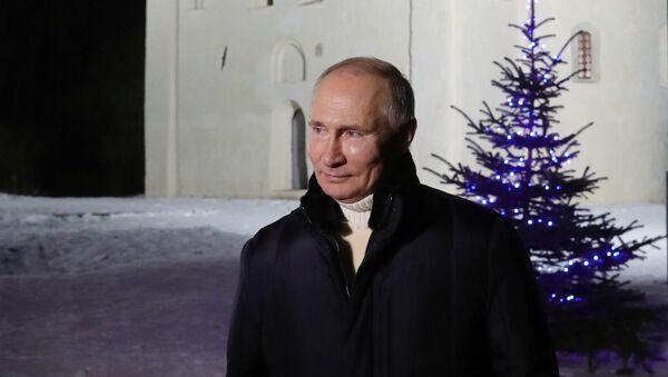 Predsednik Rusije Vladimir Putin nakon božićne službe u crkvi Svetog Nikole na Lipnu - Sputnik Srbija