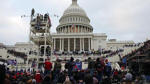Protest Trampovih pristalica ispred američkog Kongresa - Sputnik Srbija