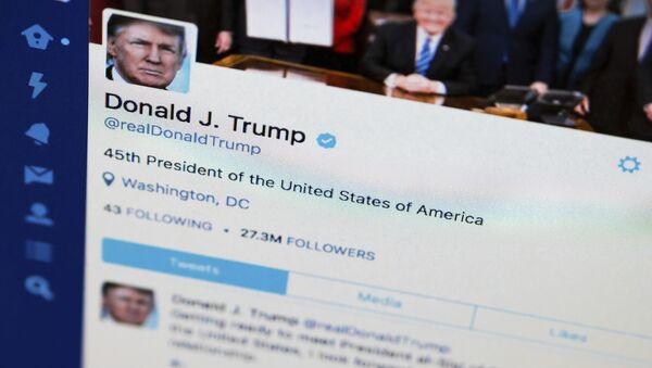Tviter profil predsednika Donalda Trampa - Sputnik Srbija
