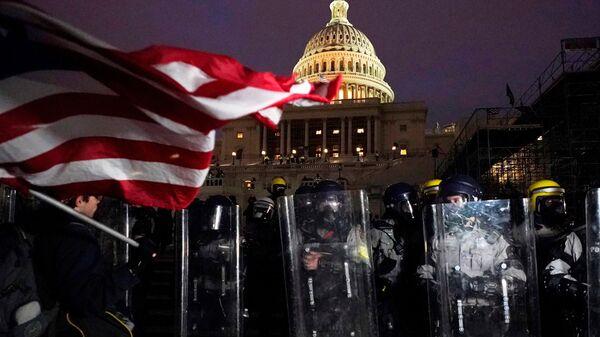 Policija ispred Kongresa u Vašingtonu - Sputnik Srbija