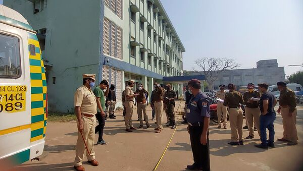 Полиција испред болнице у Индији - Sputnik Србија