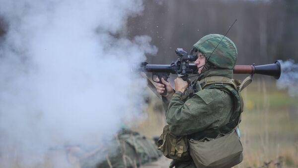 Руски војник на војним вежбама - Sputnik Србија