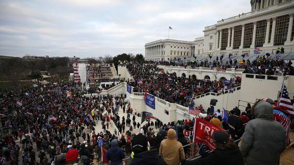 Нереди испред Капитола у Вашингтону - Sputnik Србија