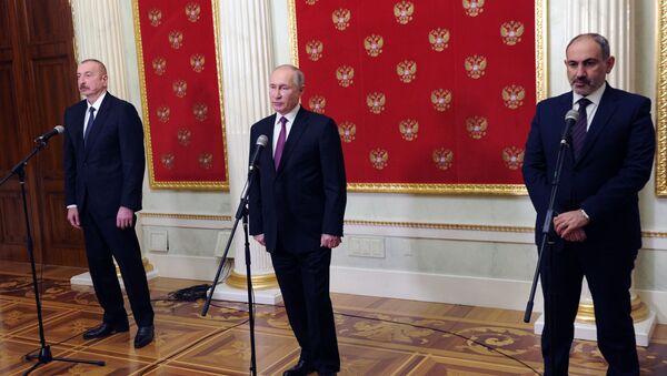 Predsednik Azerbejdžana Ilham Alijev, predsednik Rusije Vladimir Putin i premijer Jermenije Nikol Pašinjan nakon sastanka u Moskvi - Sputnik Srbija