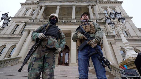 Bezbednosne snage ispred Kapitola u Mičigenu - Sputnik Srbija