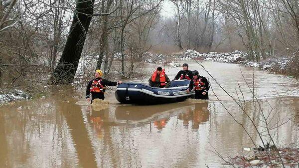 Evakuacija iz poplavljenih područja u Srbiji - Sputnik Srbija