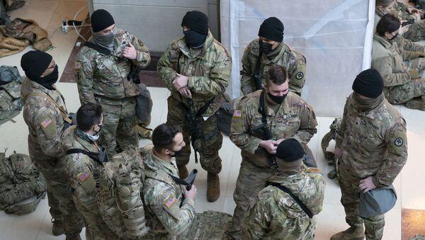 Припадници Националне гарде у згради Конгреса у Вашингтону - Sputnik Србија