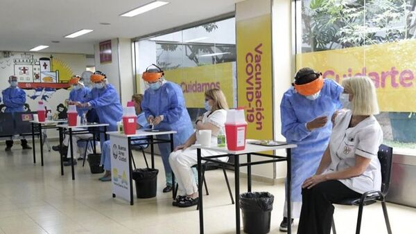 Vakcinacija medicinskih radnika u Argentini vakcinom protiv kovida Sputnjik Ve - Sputnik Srbija