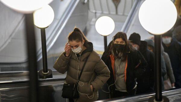 Putnici u moskovskom metrou - Sputnik Srbija