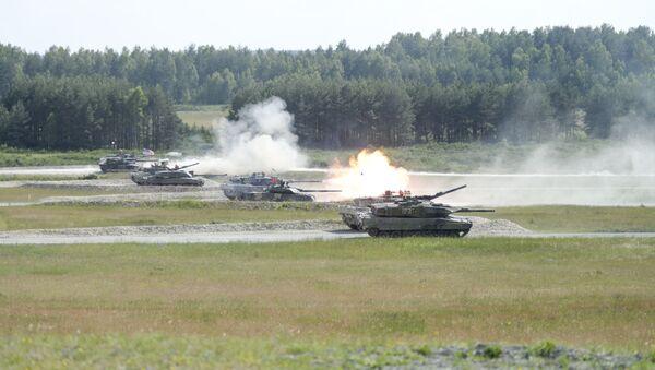 Tenkovi oružanih snaga Austrije, Francuske, Nemačke, Poljske, Švedske, Ukrajine, Velike Britanije i SAD na vojnoj vežbi u Nemačkoj - Sputnik Srbija