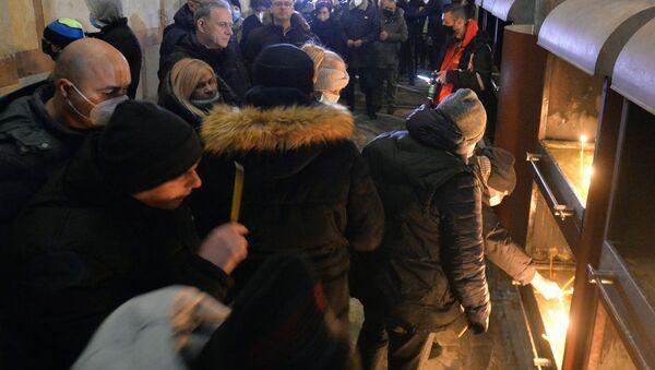 Paljenje sveća u znak sećanja na Olivera Ivanovića u crkvi Svetog Marka - Sputnik Srbija