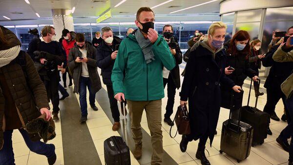 Ruski opozicionar Aleksej Navaljni na aerodromu Šeremetjevo u Moskvi - Sputnik Srbija