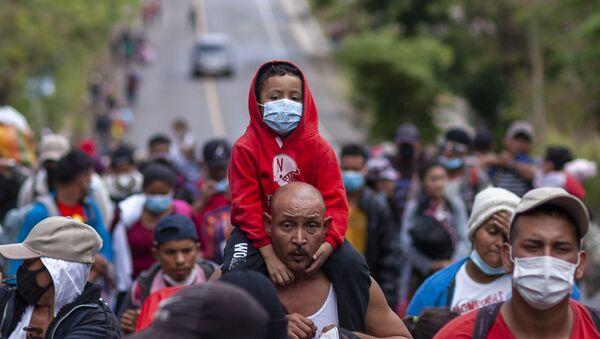 Migranti iz Hondurasa na putu za SAD - Sputnik Srbija