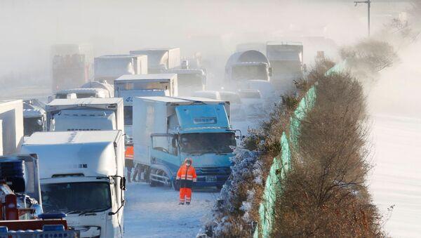 Lančani sudar u Japanu zbog snežne oluje - Sputnik Srbija